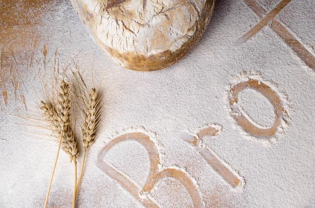 Múka a chlieb na doske.jpg